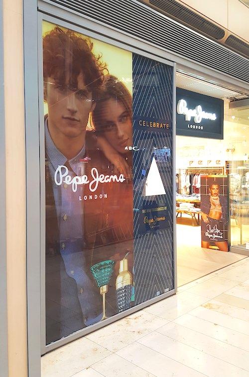 Schilder für Pepe Jeans in Hamburg